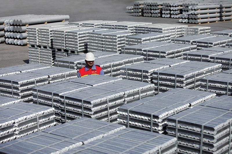 الإمارات للألمنيوم تحقق في وفاة عاملين بأحد الأفران الصناعية