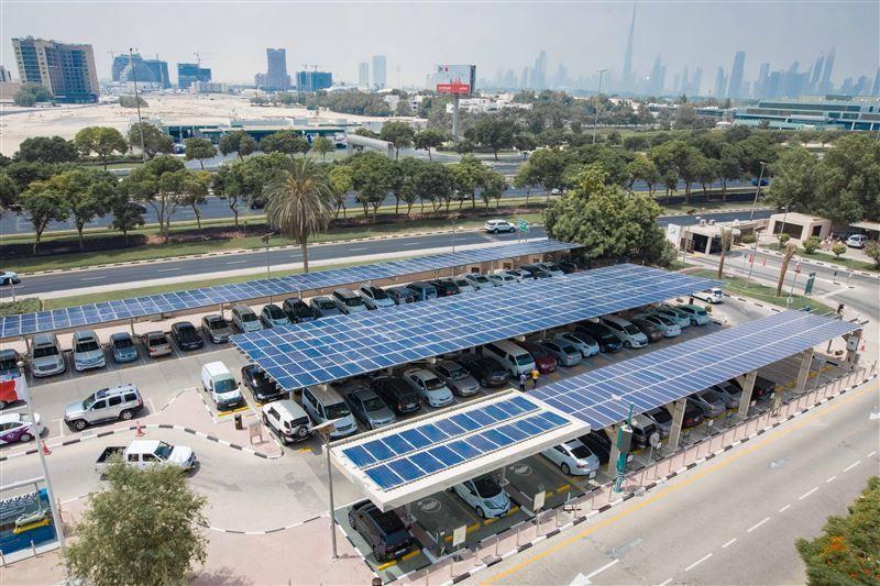 كهرباء دبي تبدأ تشغيل مشروع نظام الطاقة الشمسية بمواقف السيارات