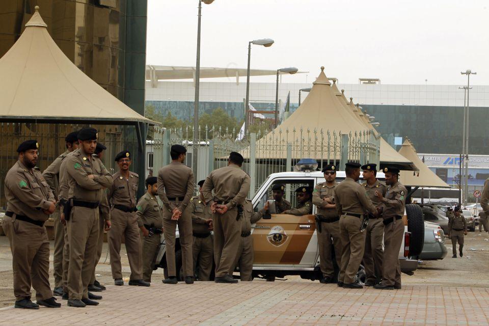 تحييد رجل يحمل حزاماً ناسفاً في السعودية