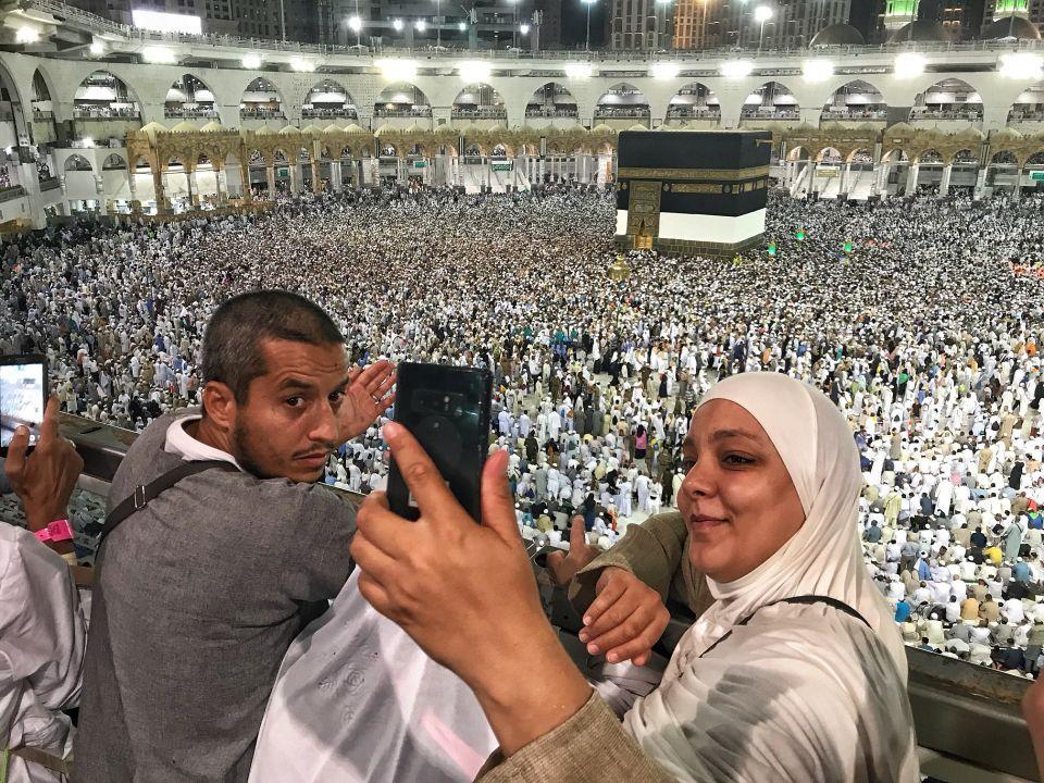 شاهد قرابة مليوني حاج يصلون مكة لأداء الفريضة