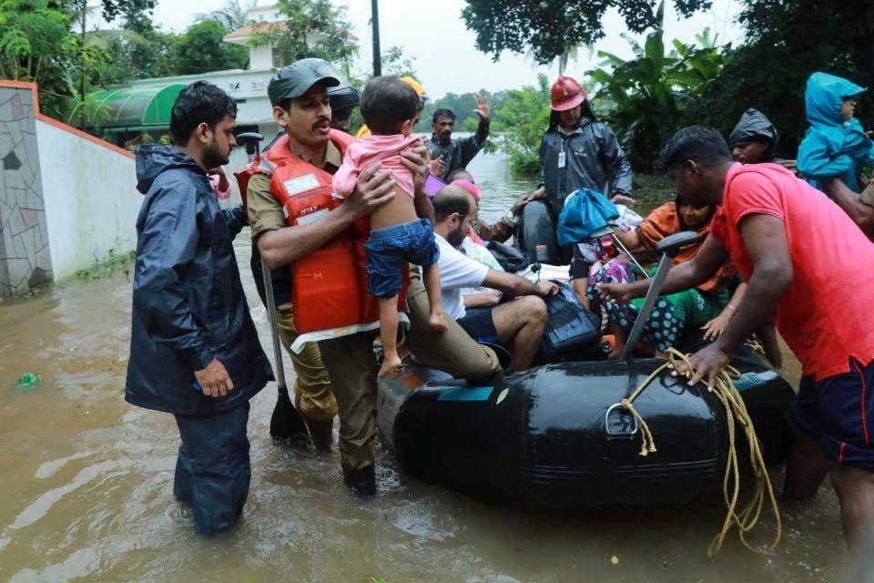 الإمارات توجه بتشكيل لجنة إغاثة عاجلة لمتضرري فيضانات كيرلا