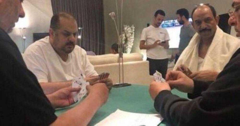 أمير سعودي يكشف حقيقة صورة البلوت المثيرة للجدل: ليست في الحج