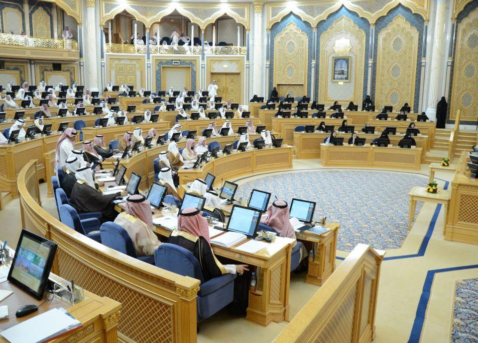 توصية بالشورى السعودي بتعيين قاضيات والتخلي عن شرط الذكورة