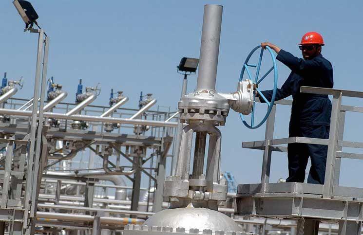 النفط يرتفع لأعلى مستوى في 7 أسابيع وسط مؤشرات شح