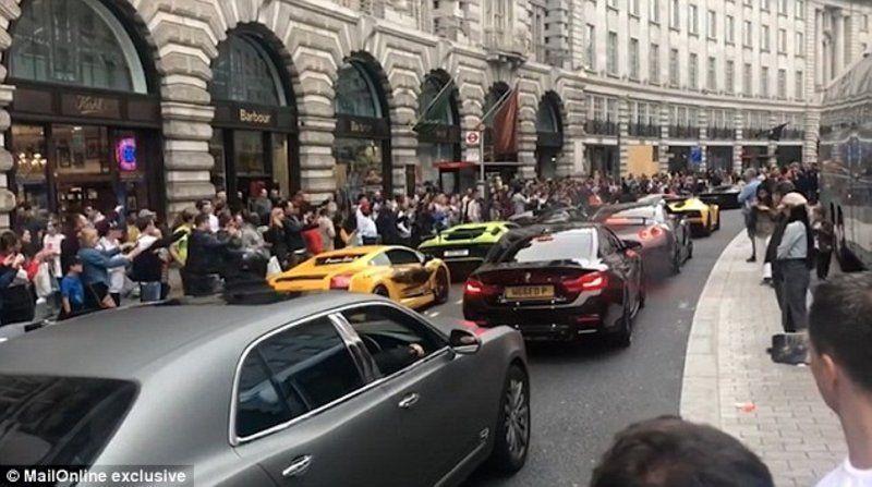 بالفيديو.. حشود وسط لندن تتجمع لمشاهدة سيارات العرب الفارهة