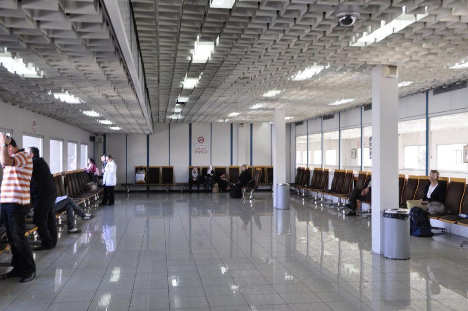 الحكومة السورية تفاجئ وتربك آلاف السوريين بفرض شروط لسفر  الخاضعين لسن التجنيد