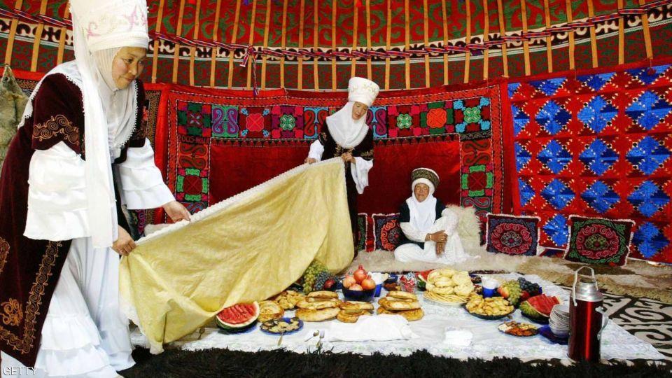 بالصور : ولي عهد الفجيرة يشهد افتتاح مهرجان الألعاب البدوية العالمية في قيرغيزستان