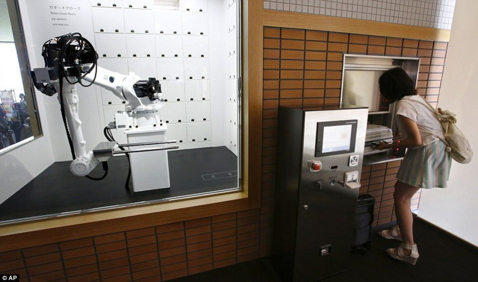 فقط في اليابان: طاقم الفندق يتكون من الروبوتات!
