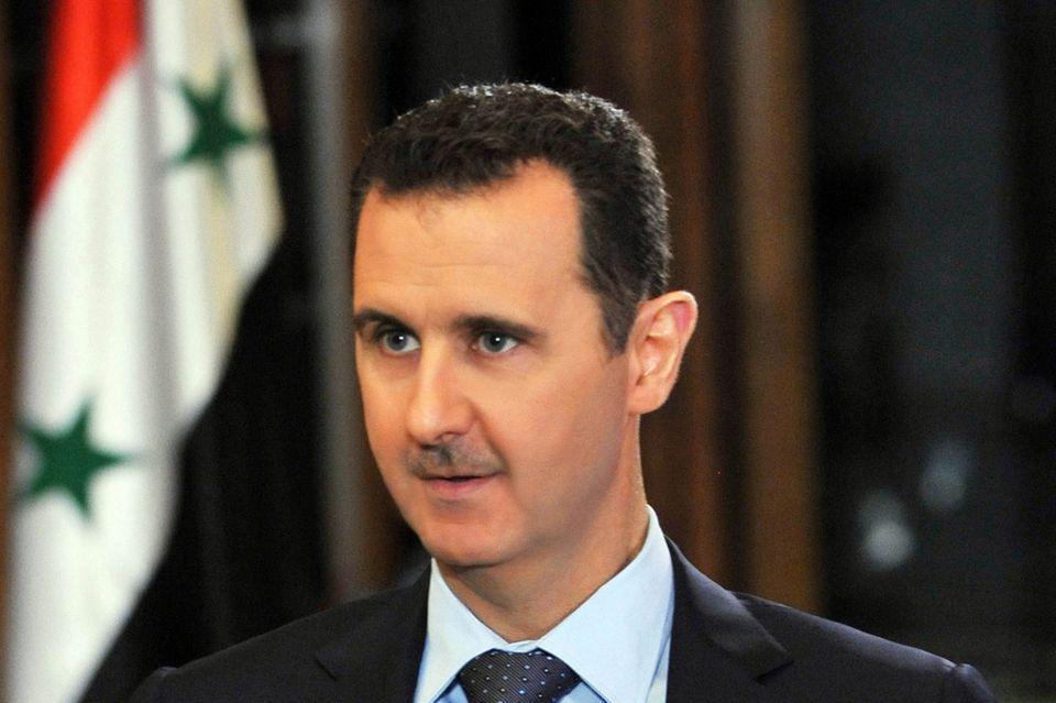 الأسد يصدر مرسوماً يلزم السوريين بالحصول على إذن سفر باستثناء المعفيين من خدمة العلم