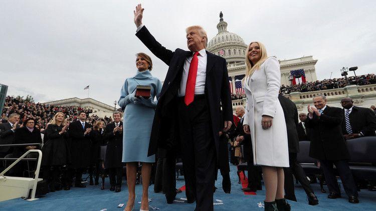 الغارديان تفضح تلاعبا بصور تنصيب ترامب على رأس البيت الأبيض