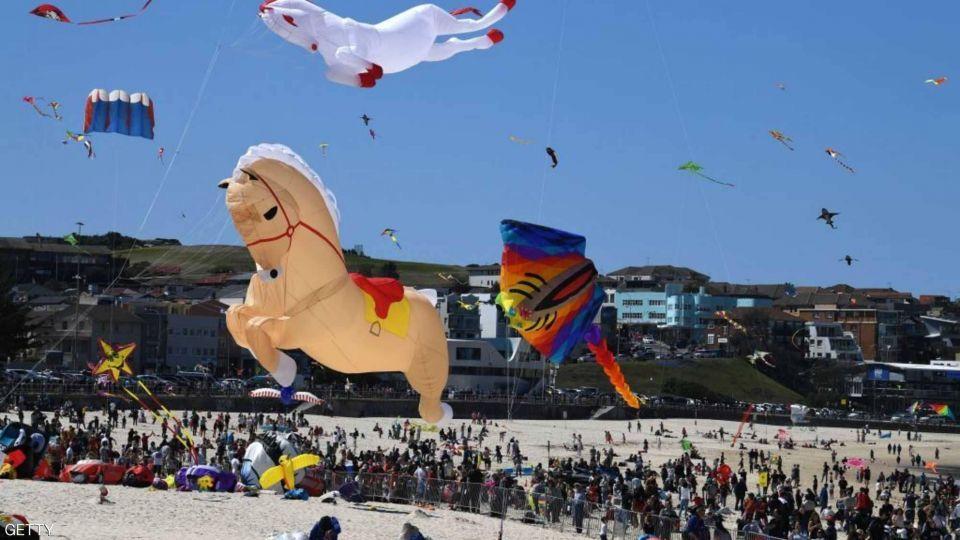 بالصور : مهرجان الرياح.. أكبر معرض للطائرات الورقية