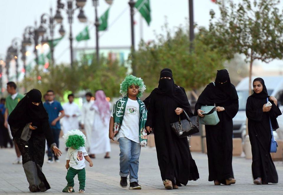الرياض تطالب المقيمين باحترام تقاليد المجتمع السعودي