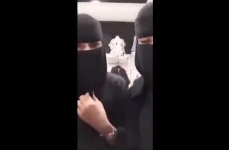 فيديو لموظفة سعودية تتعرى أمام الكاميرا يثير استهجان المتابعين