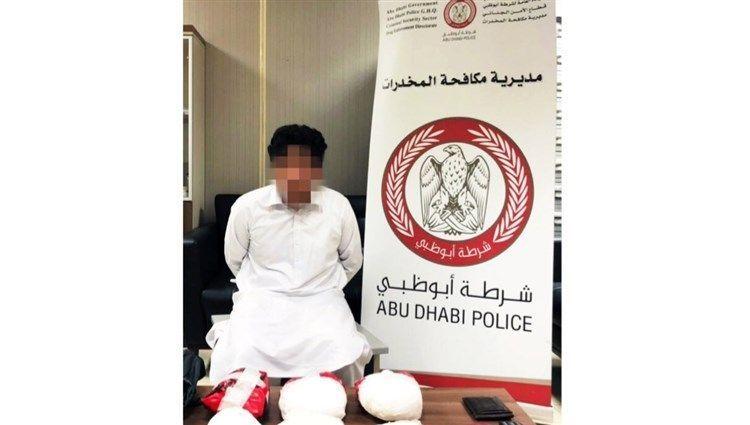 شرطة أبوظبي تطيح بخياط يتاجر بمخدر الكريستال القاتل