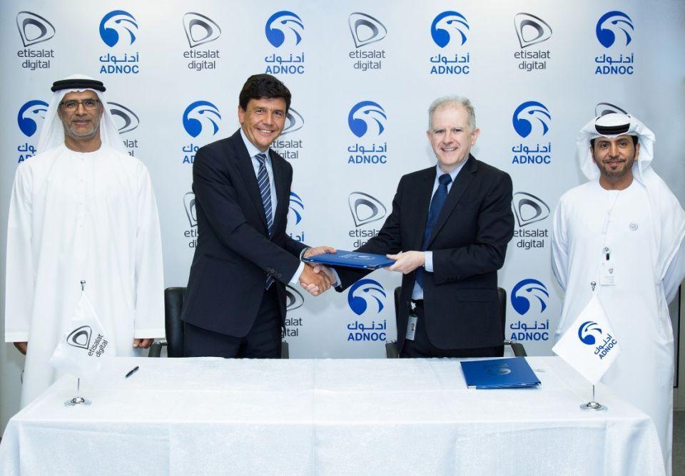 اتفاقية بين أدنوك واتصالات لإنشاء أكبر شبكة إعلانات رقمية في الإمارات