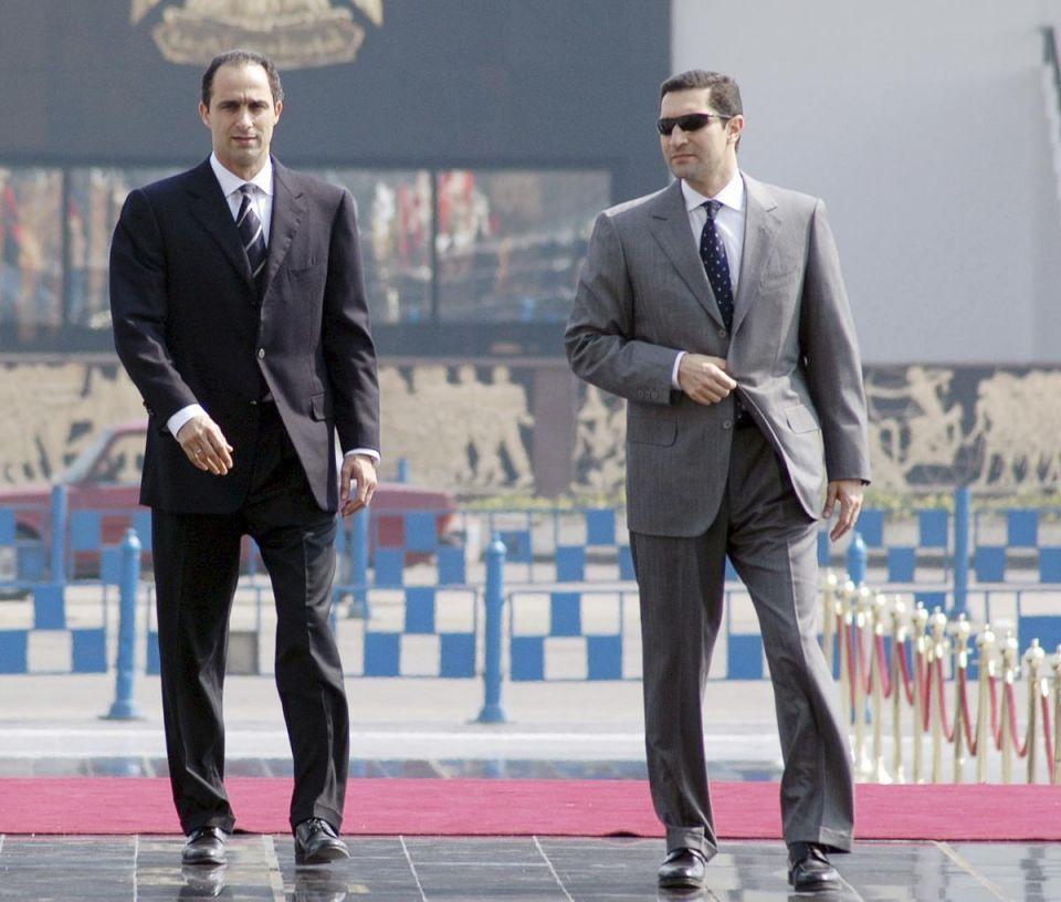 مصر.. أمر بالقبض على علاء وجمال مبارك في قضية التلاعب بالبورصة