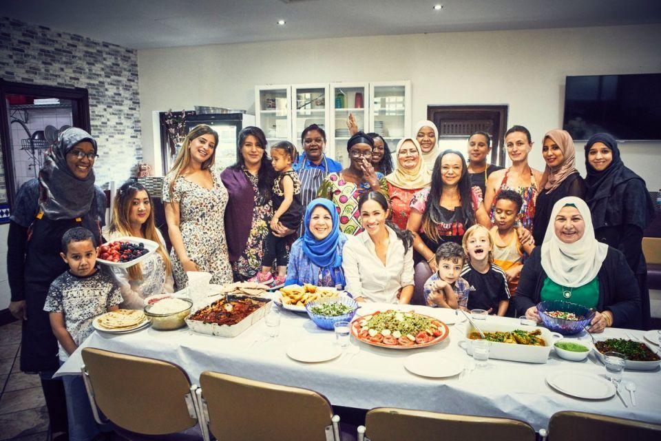 بالفيديو: ميغان ماركل تطهو في مركز إسلامي لدعم مشروع خيري