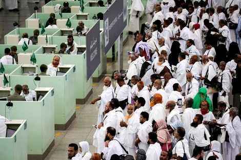 السعودية تسمح للمعتمرين بزيارة مدنها الأخرى