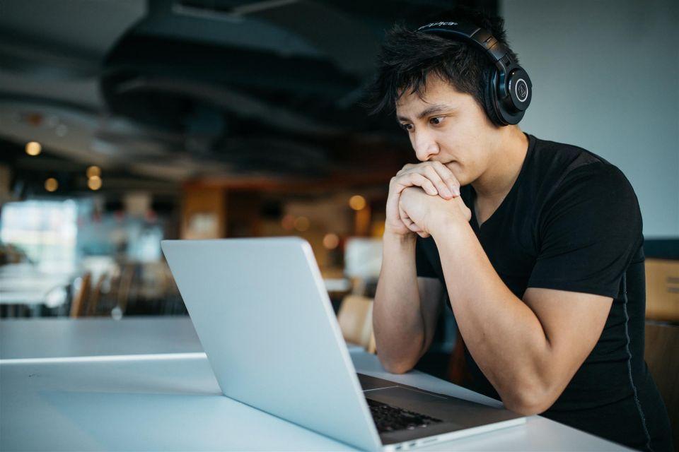 إطلاق اختبار الآيلتس «اللغة الإنجليزية» عبر الحاسوب في الإمارات