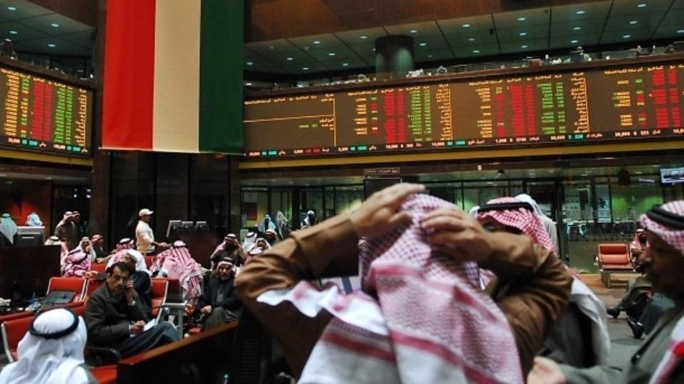 بورصة الكويت تنخفض قبل الانضمام لفوتسي وتباين بقية أسواق الشرق الأوسط