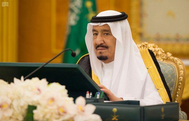 العاهل السعودي يأمر بتمديد إجازة اليوم الوطني ليوم الإثنين