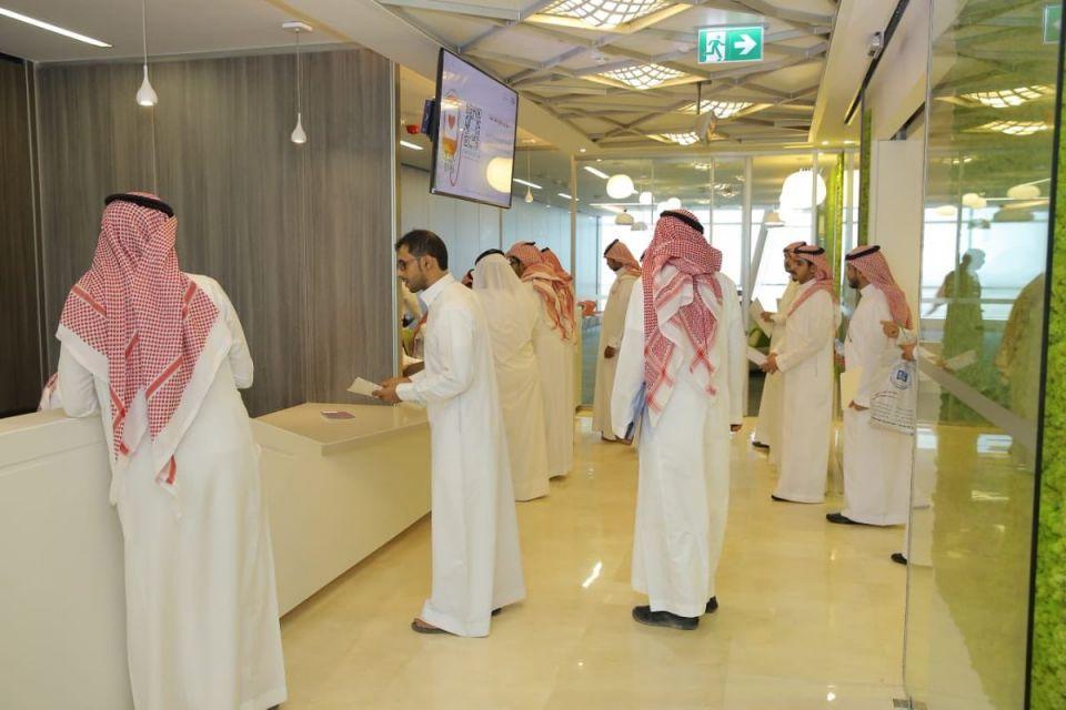صندوق الموارد البشرية: فرص عمل للسعوديين برواتب حتى 11 ألف ريال