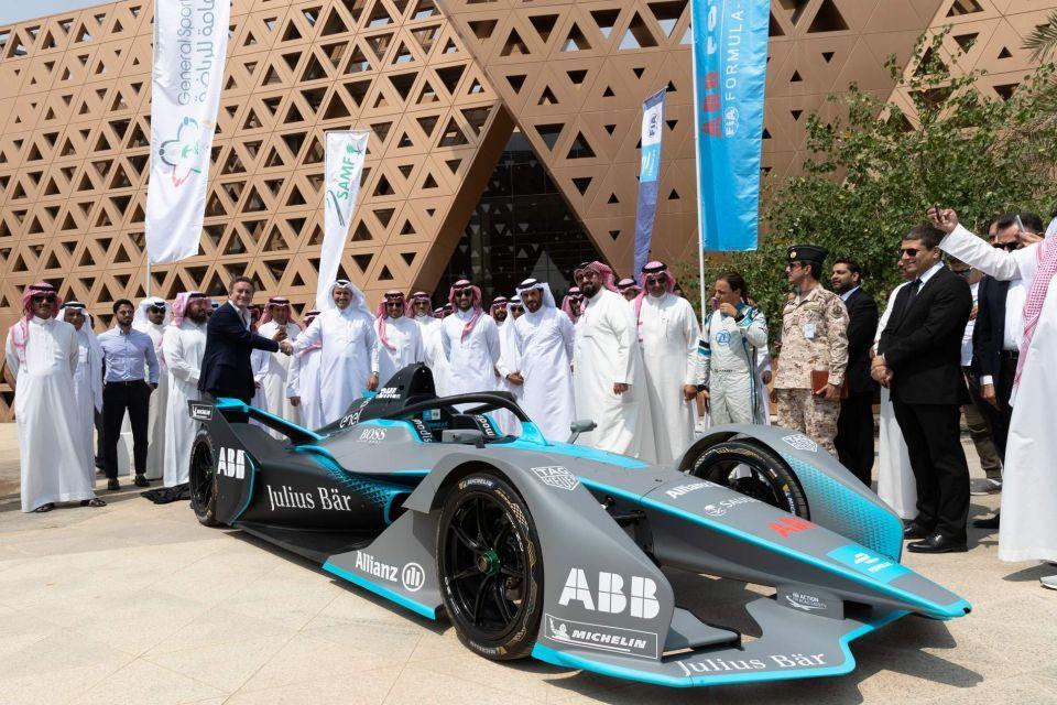 منصة السعودية تمنح فيزا سياحة رياضية
