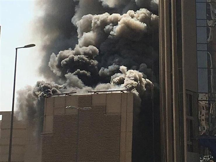 بالفيديو.. حريق هائل يطال برجا وبنكا بالعاصمة الكويتية