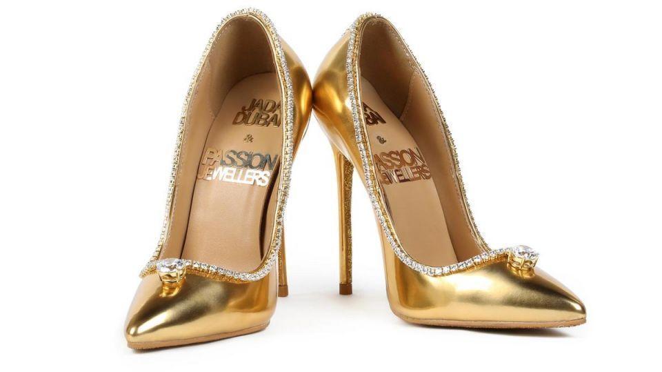 بالفيديو.. أغلى حذاء في العالم يعرض للبيع في دبي