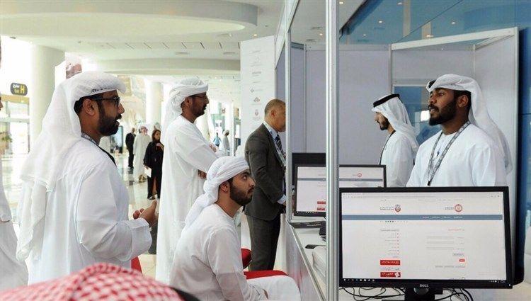 شرطة أبوظبي توفر خدمة تراخيص شراء الأسلحة إلكترونيا بمعرض الصيد