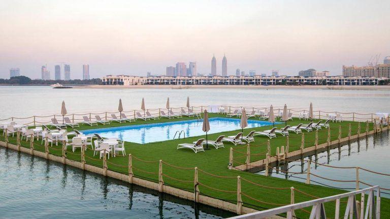 بالصور : أول حوض سباحة عائم في دبي