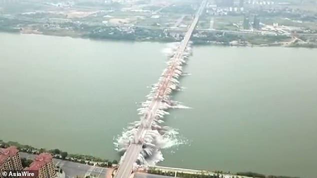 بالصور: جسر في الصين عمره 23 عاما يختفي في ثوان بعد عملية هدم دقيقة