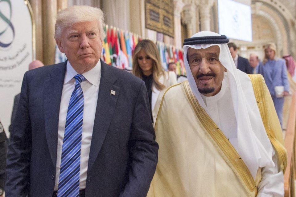 ترامب يتصل بالعاهل السعودي لبحث المحافظة على إمدادات النفط
