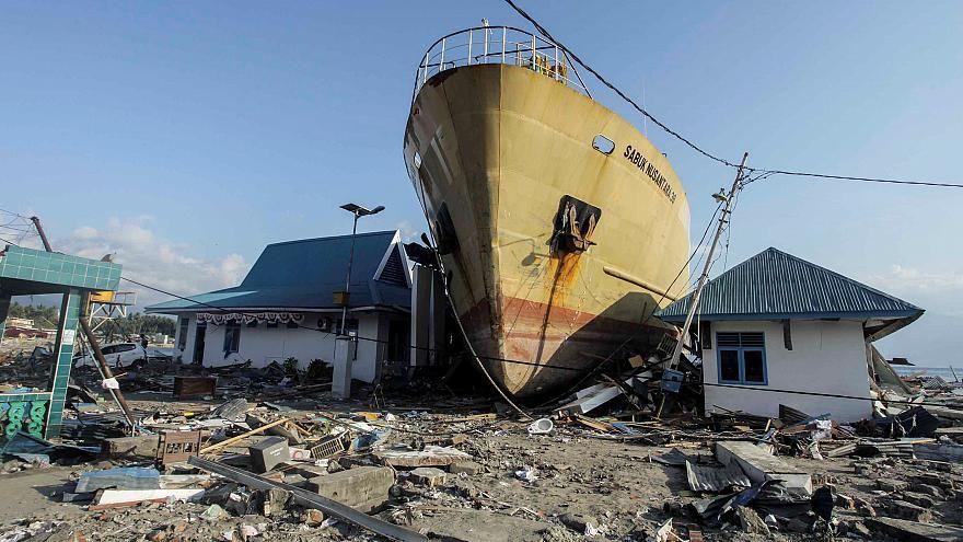 زلزالان قويان يضربان سواحل جزيرة سومبا الأندونيسية