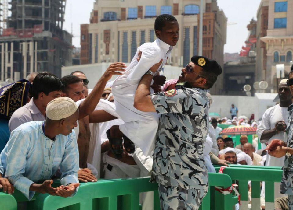 الرياض تنفى السماح للمعتمرين بزيارة مدن السعودية
