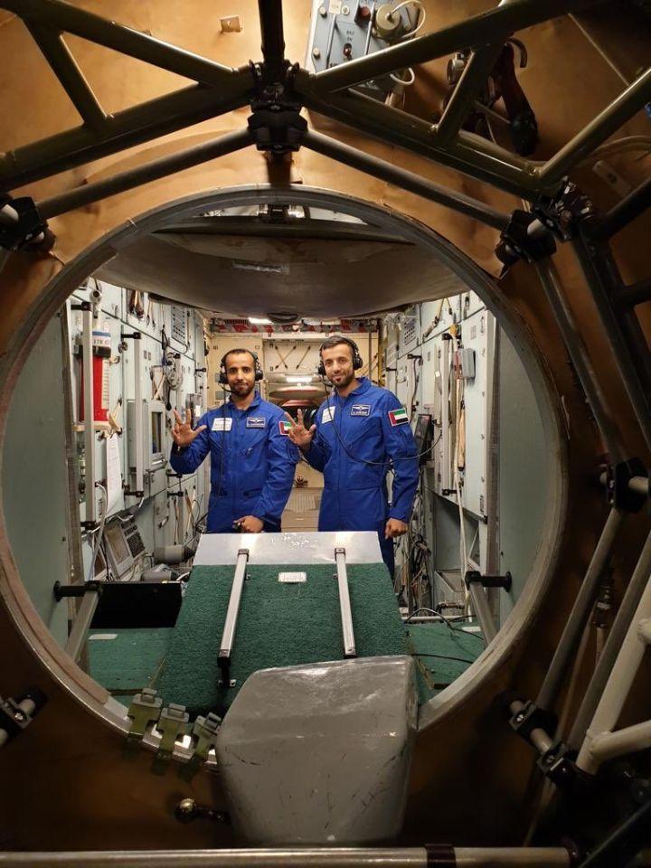 شاهد رائدي الفضاء الإمارتيين في تدريبات للرحلة التاريخية يوم 5 أبريل