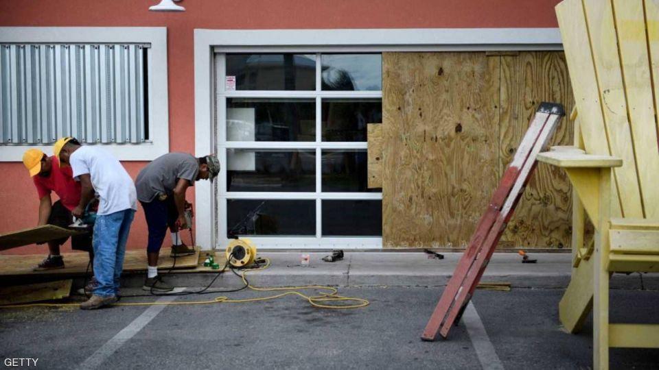 بالصور : فلوريدا تستعد لإعصار مايكل