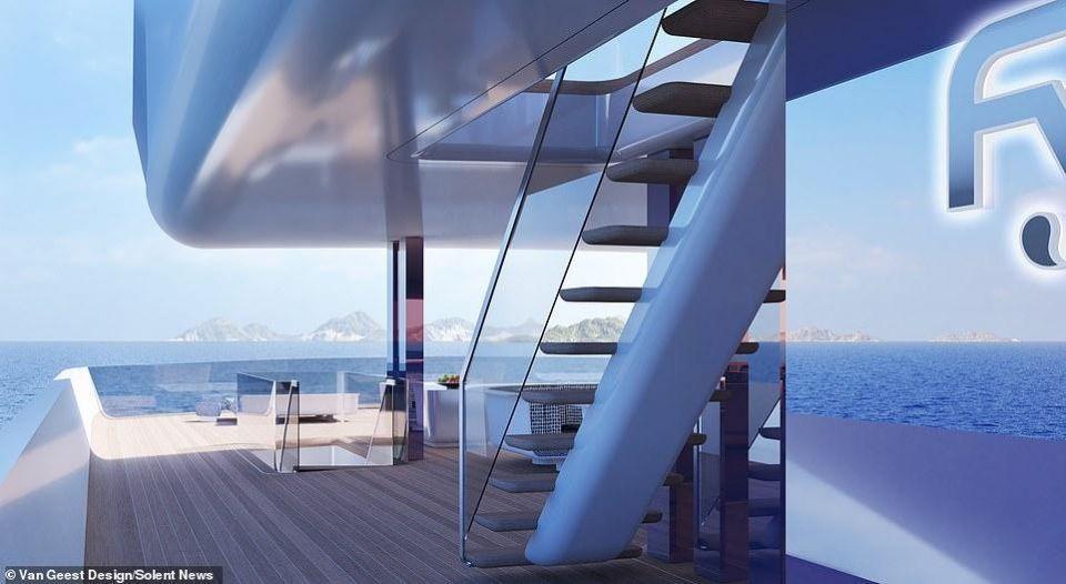 بالصور: يخت خارق يمتزج لونه بالبحر تقدر قيمته بـ260 مليون دولار