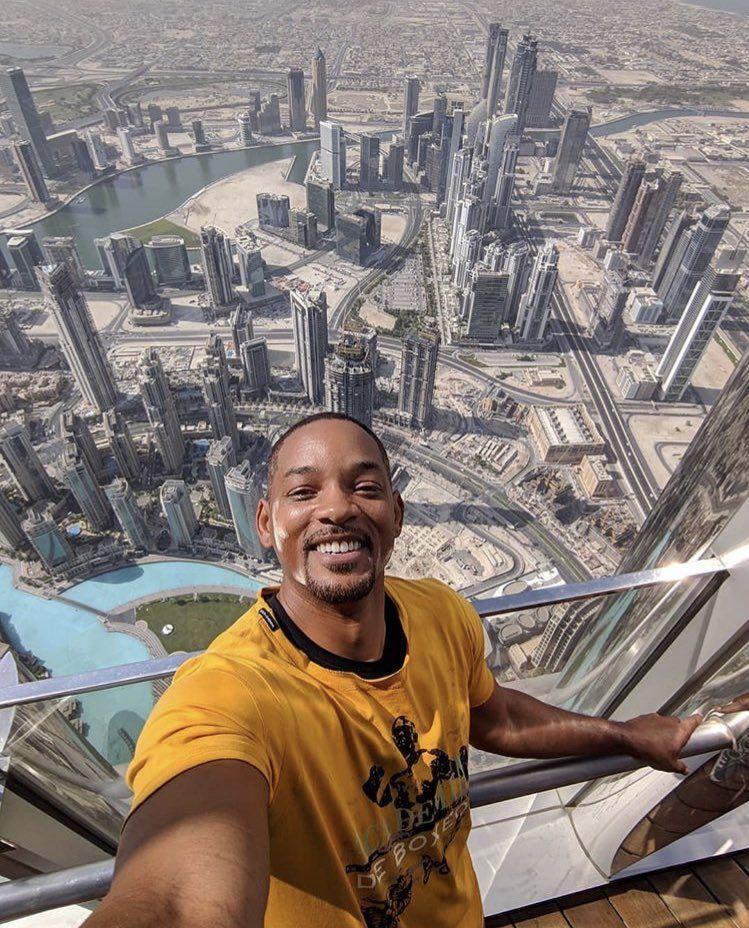 ويل سميث ينشر أعلى سيلفي في العالم: برج خليفة كالأهرامات