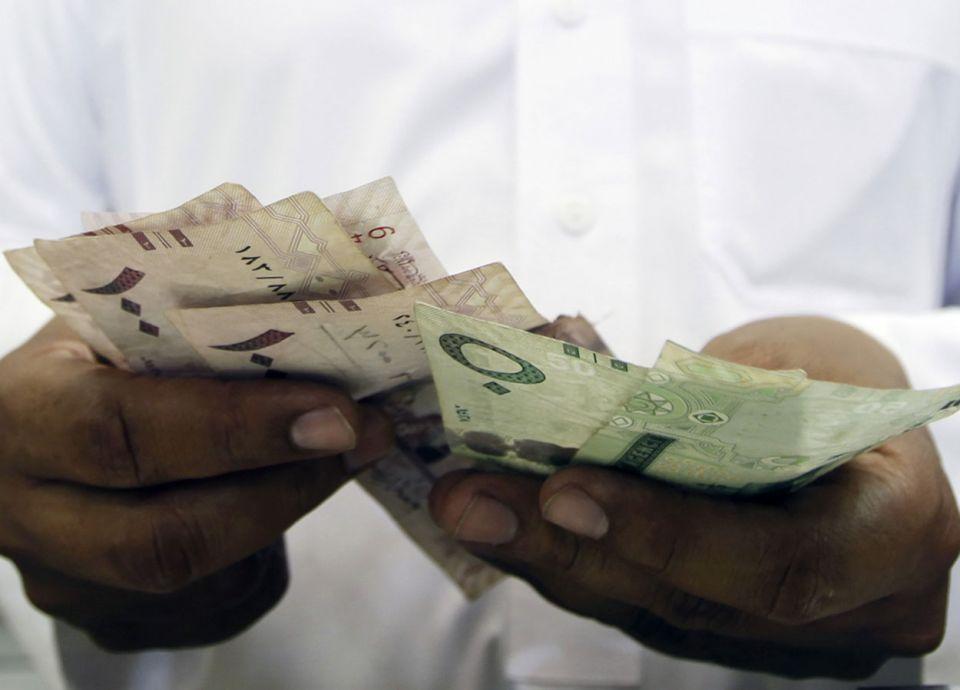 كم يبلغ متوسط الأجر الشهري للعاملين السعوديين؟