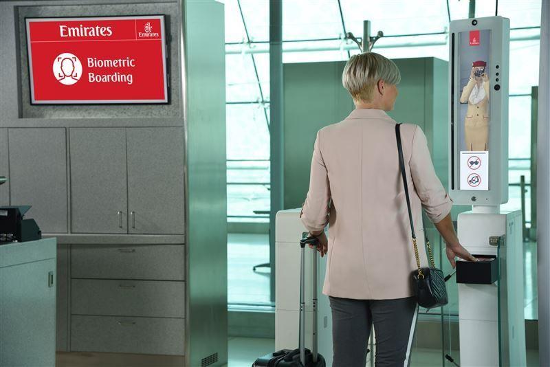 طيران الإمارات تطلق أول مسار بيومتري في العالم لإنجاز إجراءات السفر
