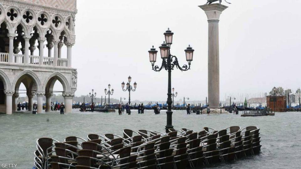 بالصور : مدينة فينيسا العائمة توشك على الغرق