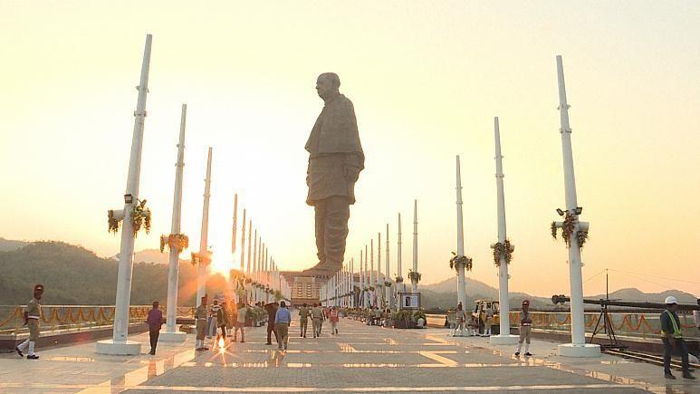 بالفيديو.. الهند ترفع الستار عن أطول تمثال في العالم