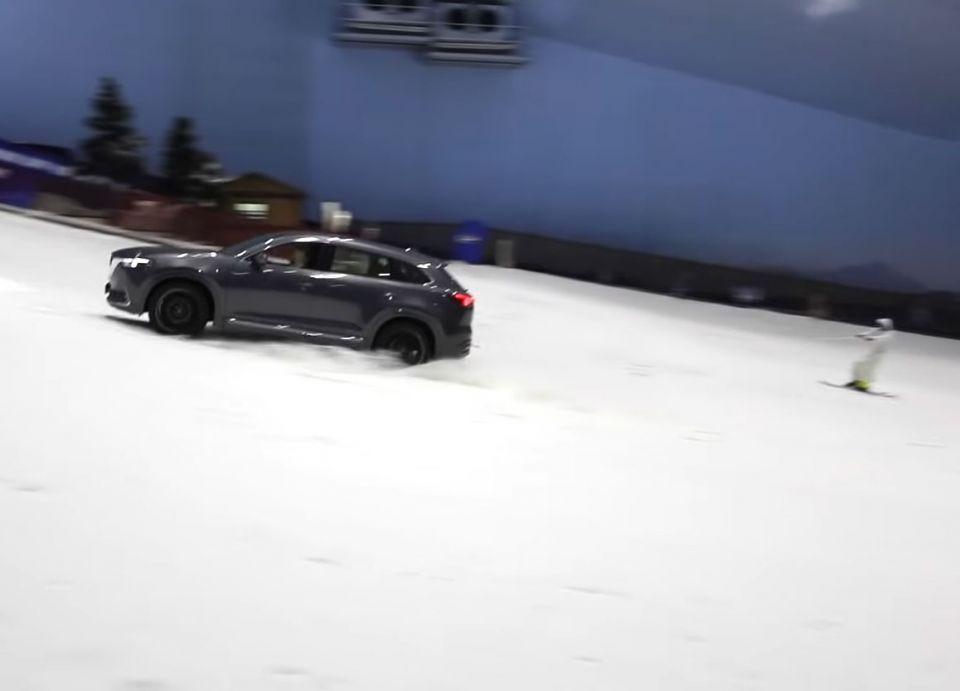 شاهد فيديو تزلج شقراء سيارات السوبر بسيارة في سكي دبي