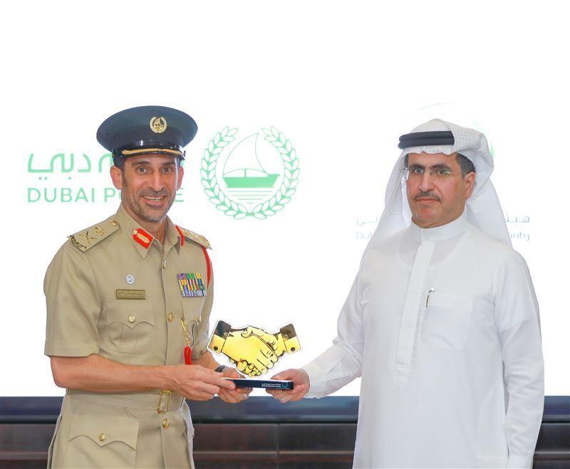 اتفاقية لتوفير محطات شحن السيارات الكهربائية في مراكز شرطة دبي