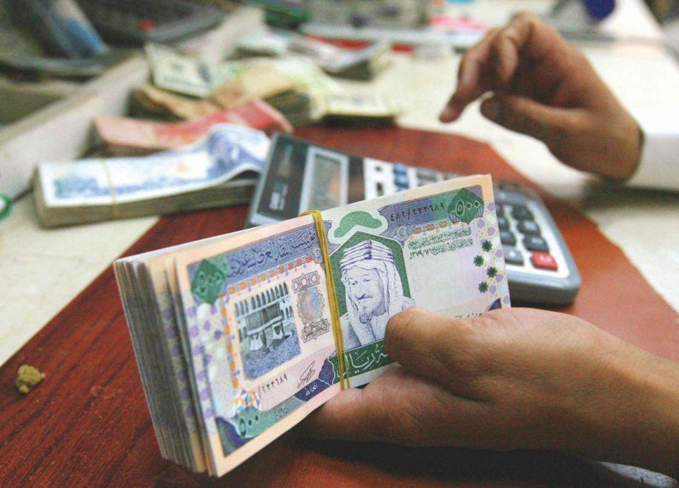 المصارف السعودية ترفع استثماراتها للسندات الحكومية 244%