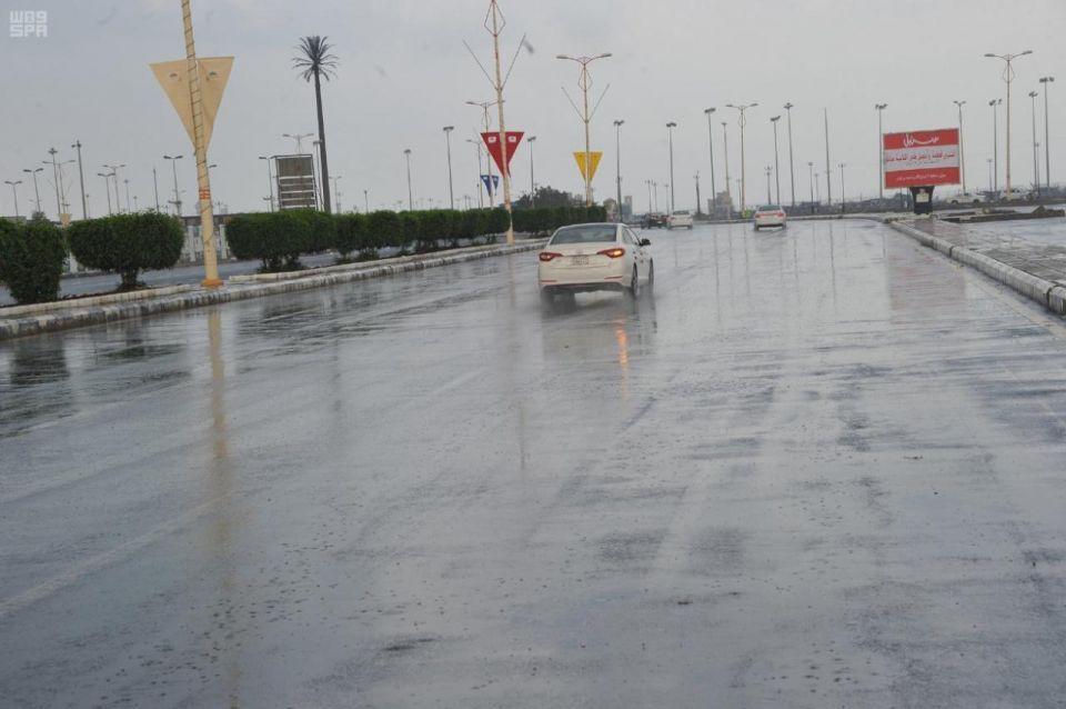 أمطار غزيرة ومتوسطة على أغلب السعودية من الجمعة للأحد