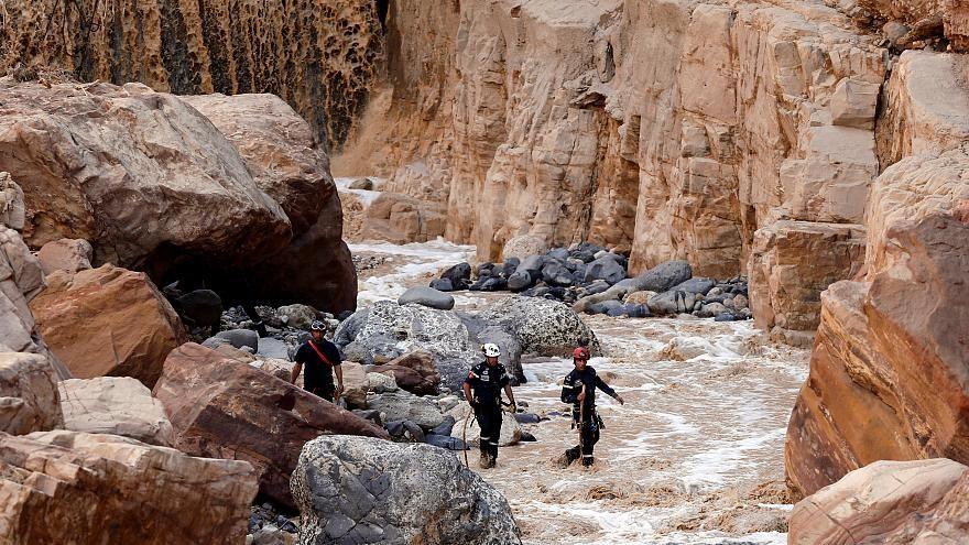 بالفيديو..البتراء الأردنية تستعيد نشاطها بعد أسوأ فيضانات شهدتها من عقود