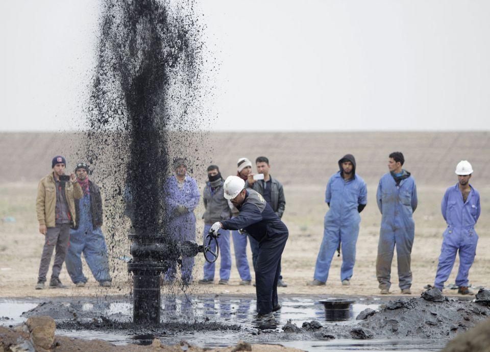صعود أسعار النفط بعد إعلان السعودية خفض الإمدادات