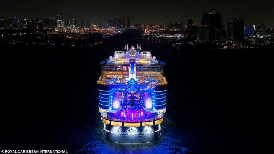 بالصور : أول ظهور في موانئ أمريكا لأكبر سفينة سياحية في العالم
